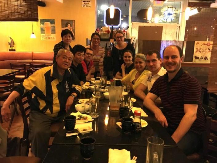 Wer ordentlich trainiert, muss auch ordentlich essen. Gemeinsames Essen mit Oshiro Shihan und Schülern des Dojo